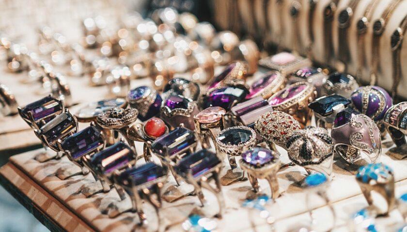 bijuteri cu pietre semipretioase