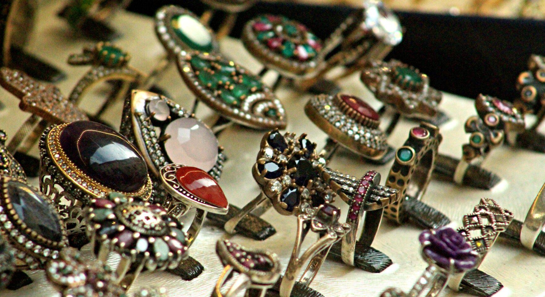 bijuterii cu pietre pretioase
