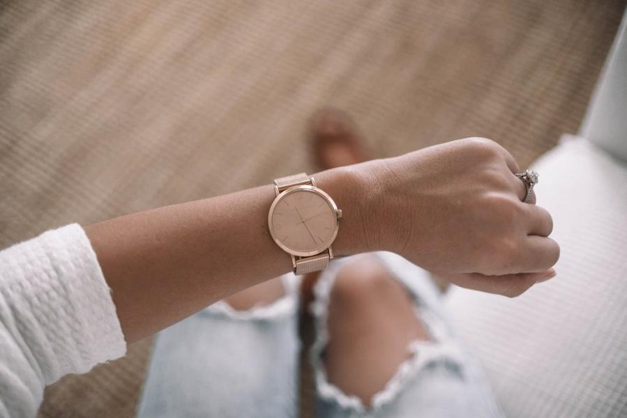 ceas dama din aur roz